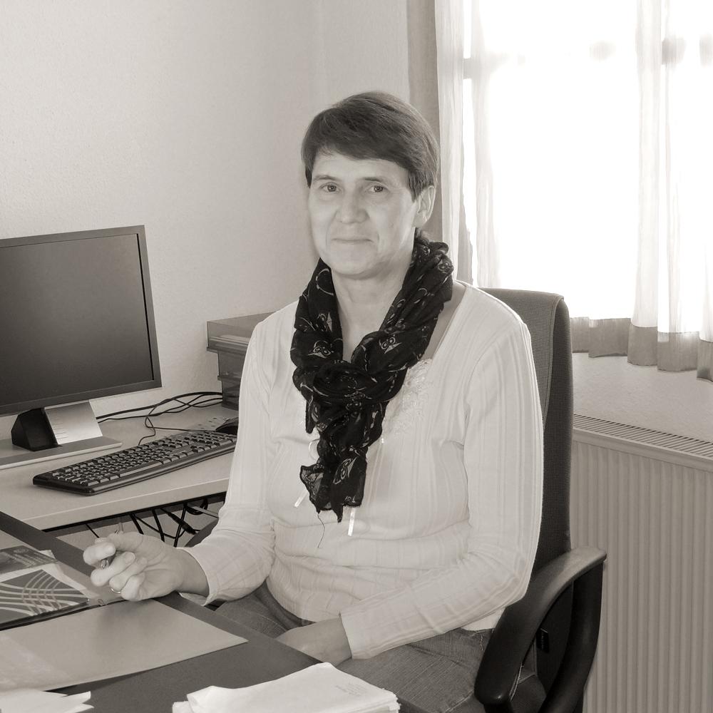 Verwaltungsmitarbeiterin_Frau_Raemsch